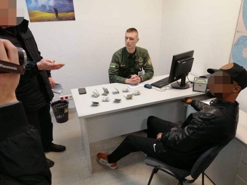 Украинских пограничников пытались «купить» за взятки в $900 и 10 тысяч рублей
