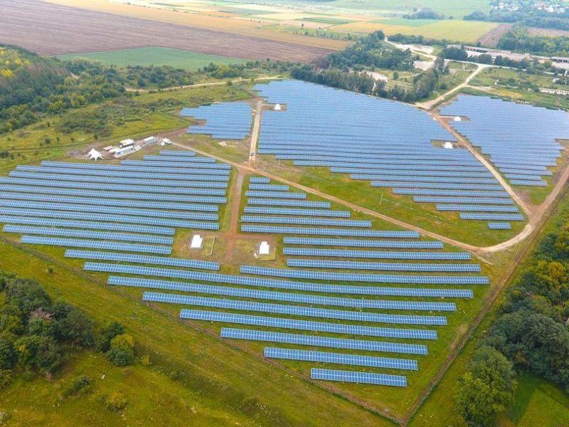 И светит, и греет. В Украине заработал еще один завод по производству солнечных панелей