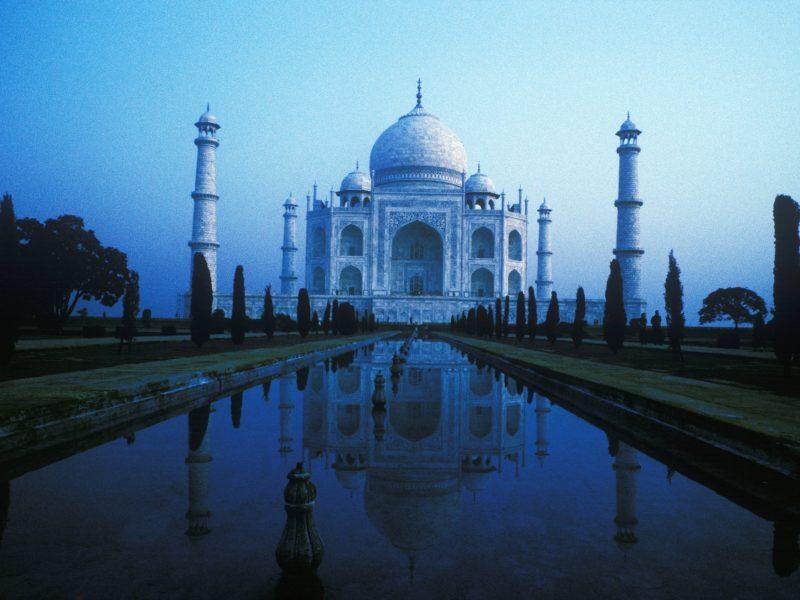 Индийским полицейским выдали рогатки для охраны туристов