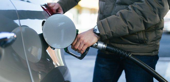 Bloomberg назвал страны с самым дешевым и самым дорогим бензином