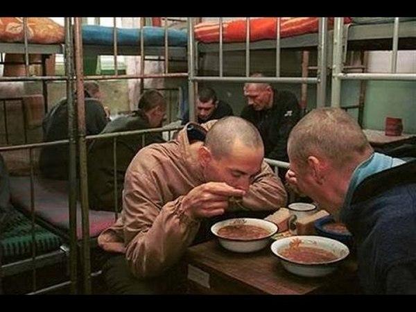 Со следующего года заключенным в Украине урежут норму хлеба, но добавят компот и голубцы