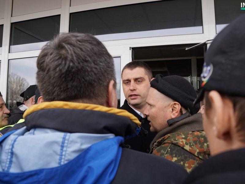 ОБНОВЛЕНО. В Николаеве полиция не пустила активистов-патриотов на встречу с Вилкулом