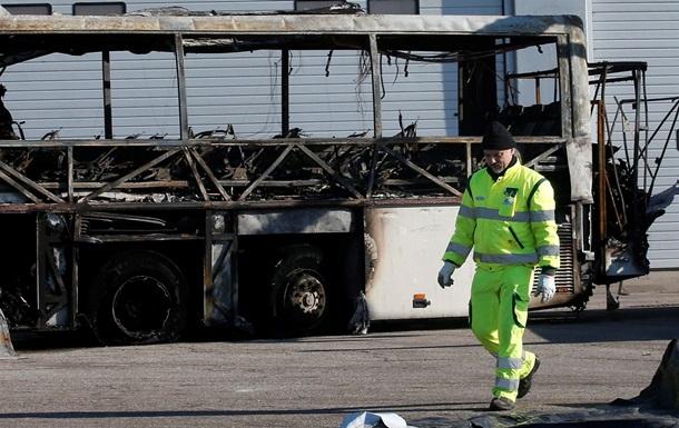 Кошмар. В Италии мужчина умышленно поджог угнанный с 51 ребенком школьный автобус