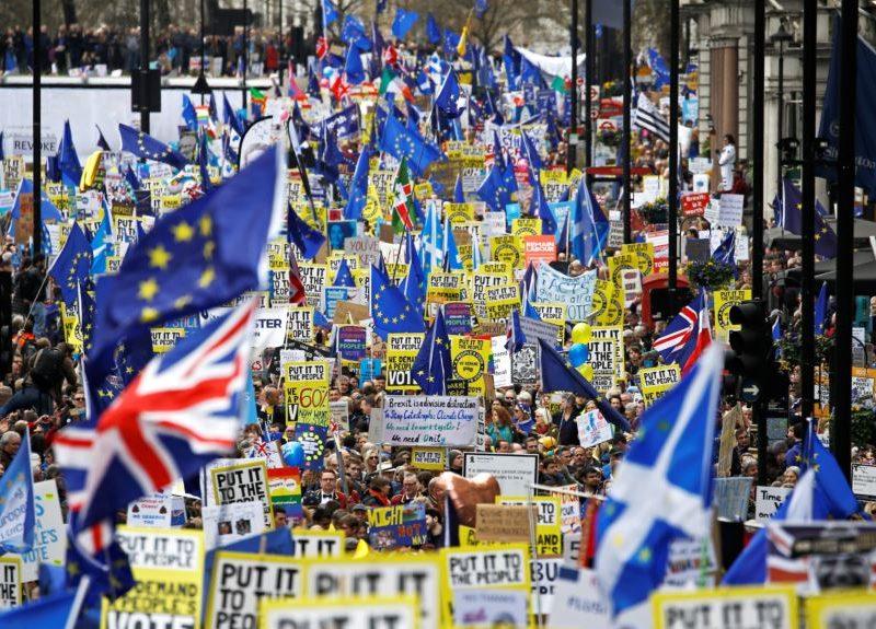 В Лондоне сотни тысяч людей требовали провести новый референдум по Brexit