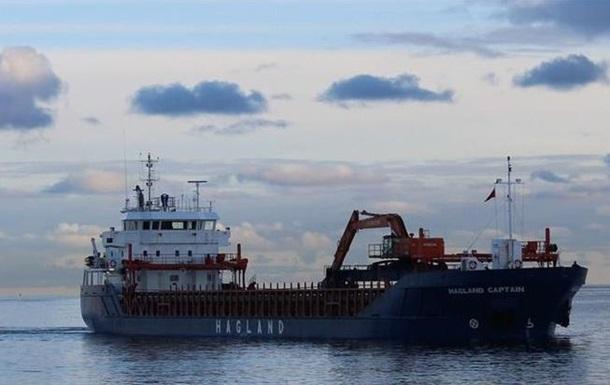 Судно, которое участвовало в спасательной операции терпящего бедствие у берегов Норвегии круизного лайнера, село на мель