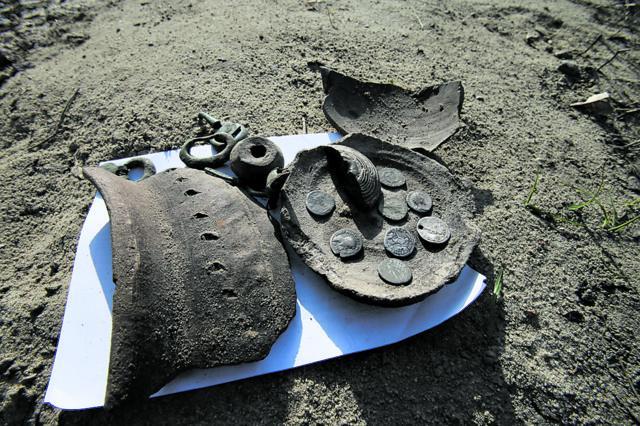 В Киеве на Подоле обнаружили клад древнеримских монет