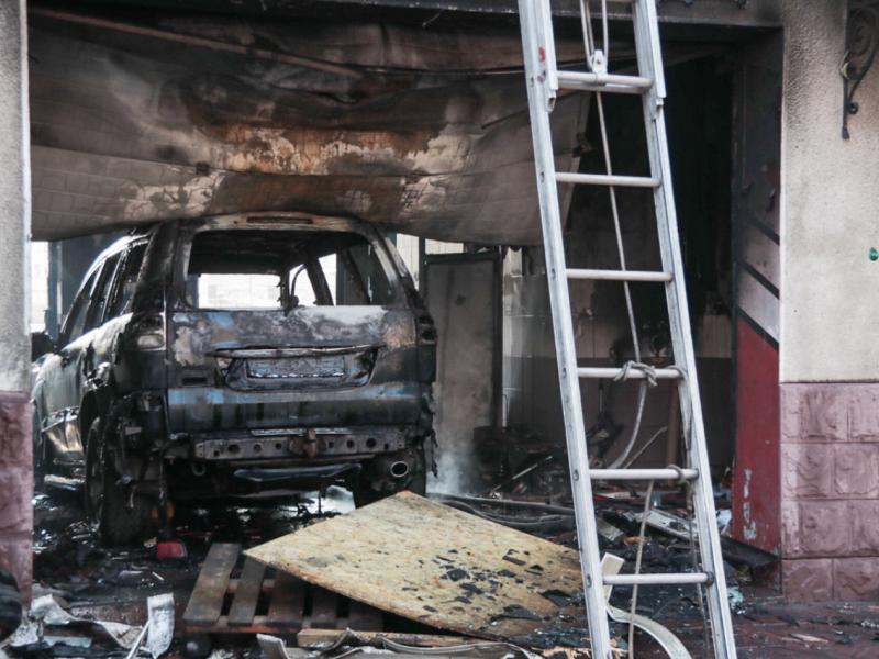 В Киеве из-за воспламенения машины во время ремонта сгорела СТО