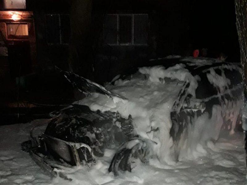 В Николаеве ночью сгорел припаркованный у дома автомобиль