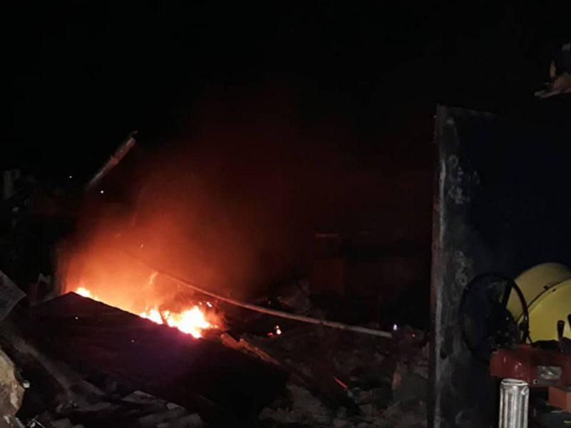В Новом Буге горела крыша частного дома – спасатели успели вовремя