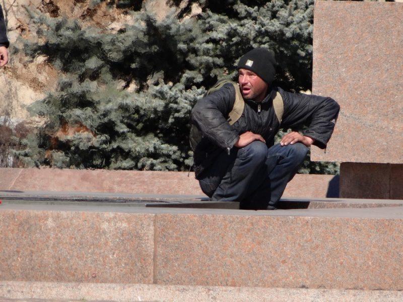 В Николаеве на мемориале «Вечный огонь» спали двое бездомных