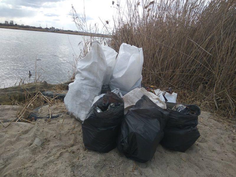 На Николаевщине по берегам рек собрали около 100 мешков мусора