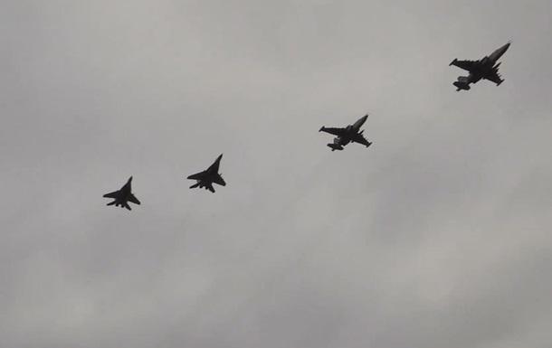 ВСУ показали учебно-боевые полеты истребителей над Азовским морем