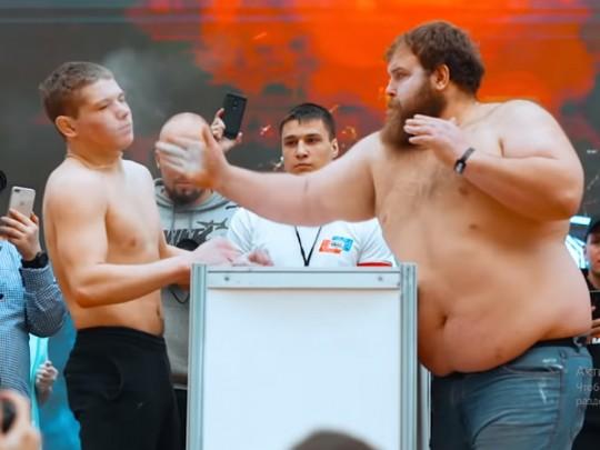 Праздник мордобоя: в РФ прошел чемпионат по мужским пощечинам