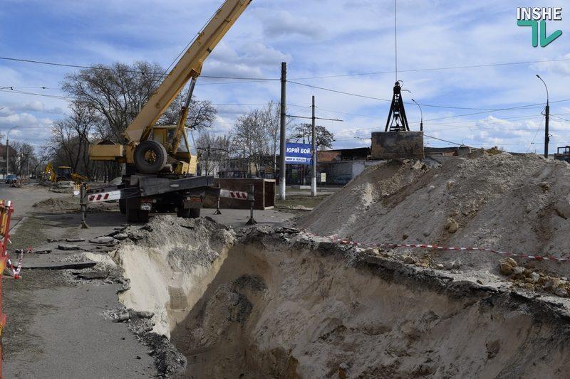 Остановить обрушение: в Николаеве меняют прохудившийся коллектор на ул.Чкалова