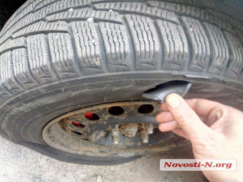 В Николаеве сотрудникам, которые расследуют кражи на ж/д, сожгли автомобиль и режут шины – СМИ