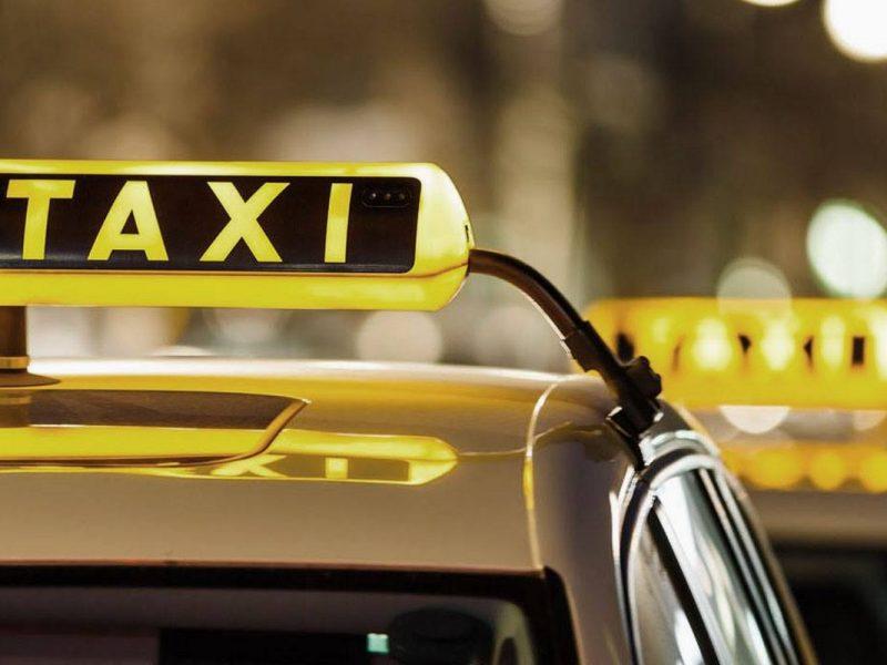 Пара вернулась из роддома, забыв младенца в такси (ВИДЕО)