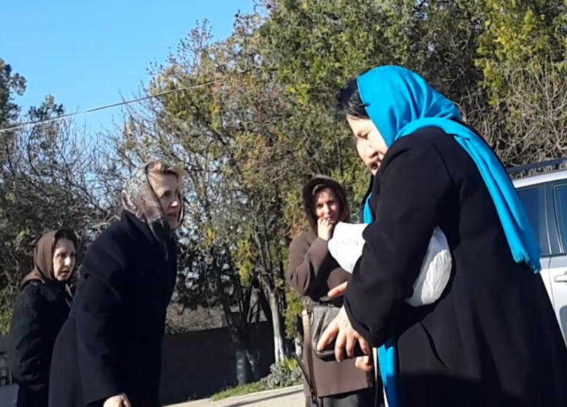 Жену Януковича заметили на кладбище в Крыму
