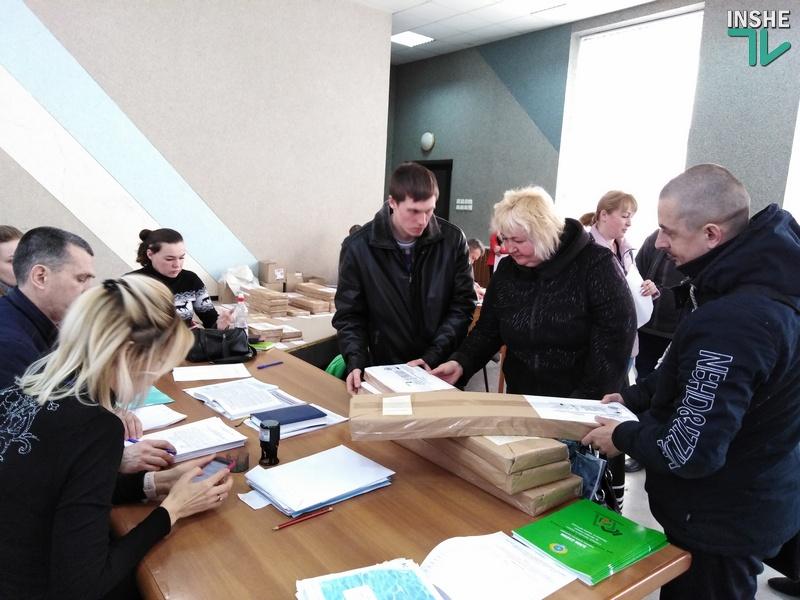 На Николаевщине окружкомы начали передавать бюллетени участковым избирательным комиссиям