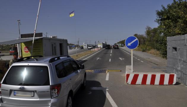 Двое украинцев умерли в очередях, следуя с ОРДЛО к линии разграничения