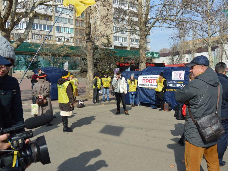 «Кандидатов много – мародер один!»: в Николаеве снова требовали ареста Гладковского, замешанного в оборонном скандале