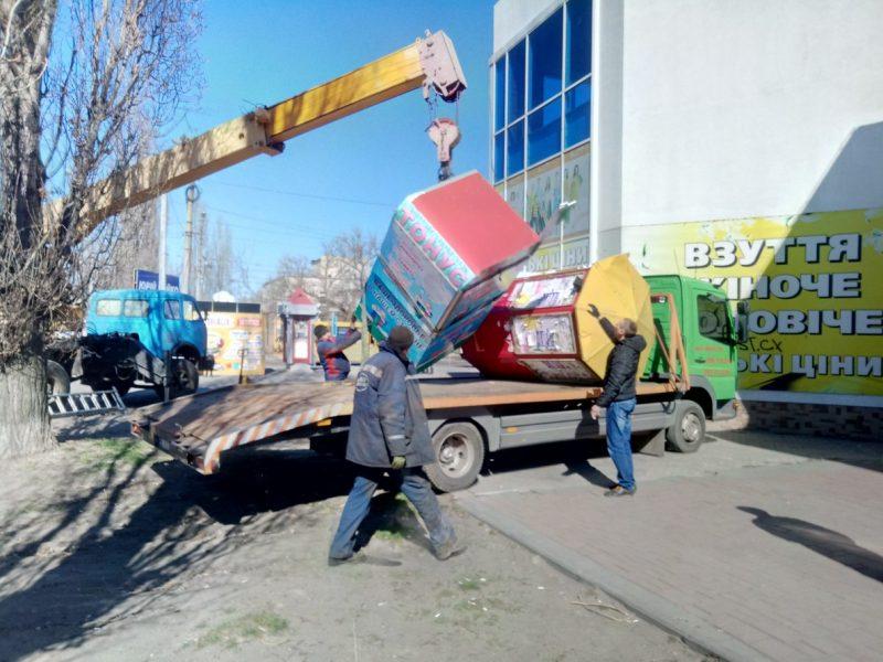 В Заводском районе убрали 5 нелегальных временных сооружений