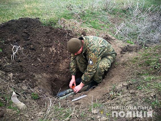 Николаевские взрывотехники уничтожили гранатометы, найденные на берегу Ингула. Полиция ищет людей, которые их там оставили