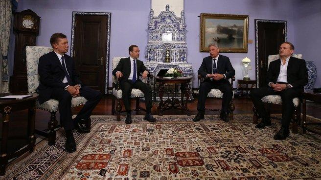 От имени кого? Бойко с Медведчуком провели  в Москве переговоры с Медведевым и Миллером
