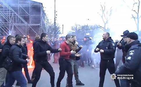 Прорыв к Порошенко в Черкассах: пострадавших полицейских уже 22