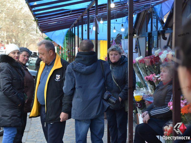 В Николаеве торговцы цветами на Спасской протестовали против требования освободить тротуар и демонтировать навес