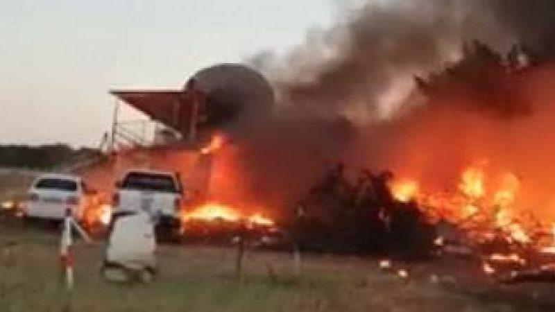 Поссорился. В Ботсване пилот протаранил самолетом свой дом, пытаясь убить супругу и друзей
