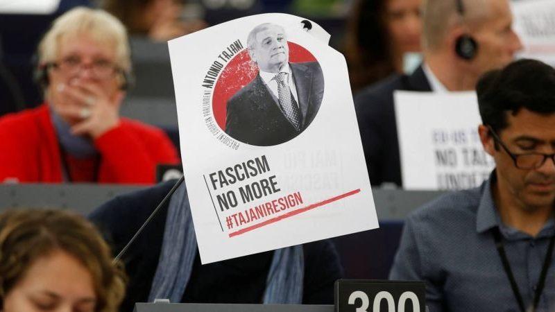 """Глава Европарламента извинился за фразу о """"хороших делах"""" Муссолини"""