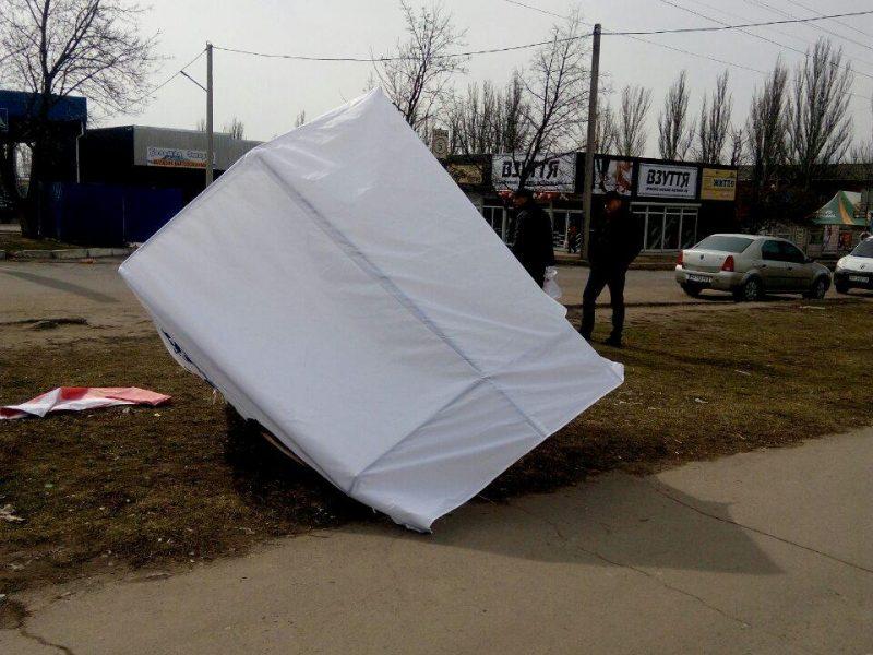 Выборы на Николаевщине: в Первомайске пятеро пьяных напали на агитпалатку и избили агитатора