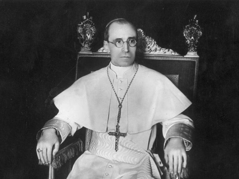Ватикан откроет секретные архивы времен Папы Пия XII, обвиненного в молчании о Холокосте