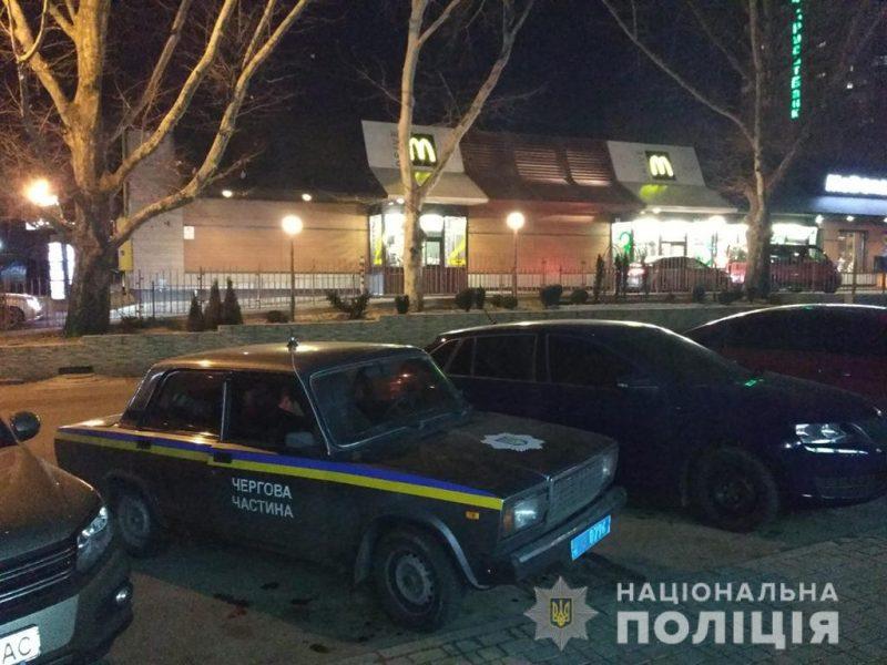 Поспорили из-за очереди: в Николаеве в McDonald's произошла стрельба