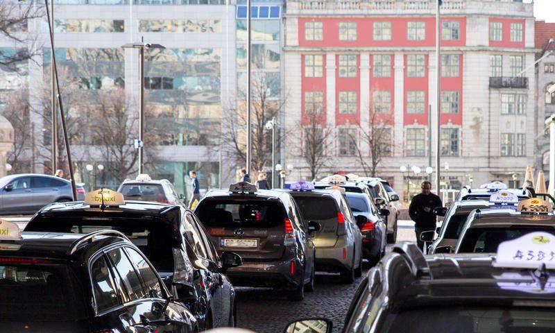В Норвегии установят первые в мире беспроводные зарядные станции для электромобилей такси