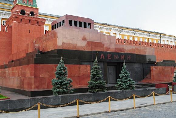 В Москве мужчина пытался облить маслом Мавзолей Ленина с криками «Вставай!»