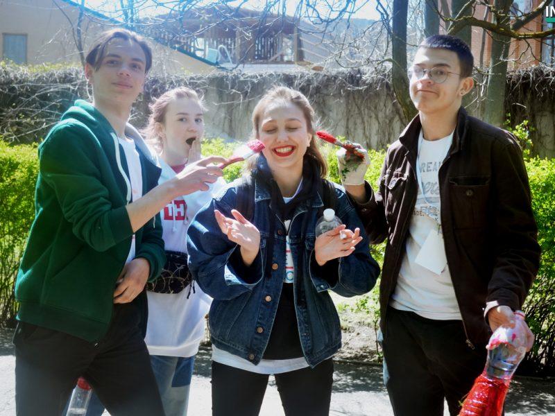 «Место должно стать магнитом, а не отпугивать людей»: юные волонтеры со всей Украины помогли облагородить парк Лески