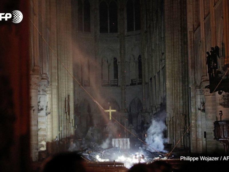 Опубликованы первые фотографии изнутри Нотр-Дама после пожара
