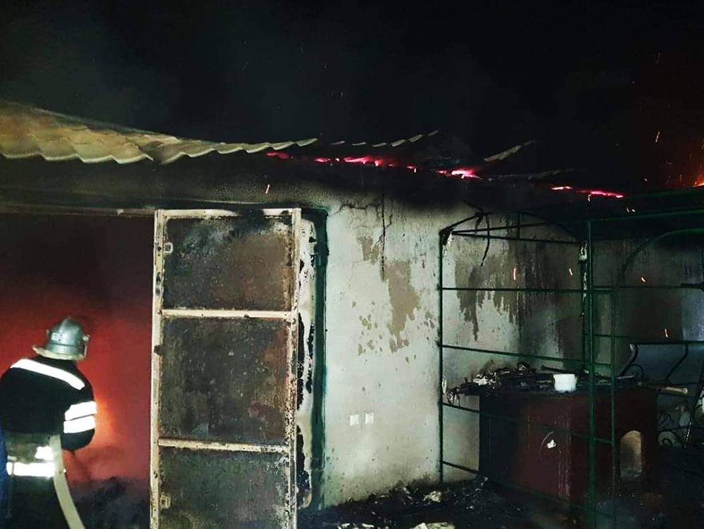 На Николаевщине у фермера в гараже сгорели автомобиль, три мотоцикла, три велосипеда и вещи домашнего обихода 1