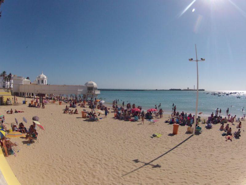 Мудро: в Испании посетители одного из пляжей договорились не говорить о политике