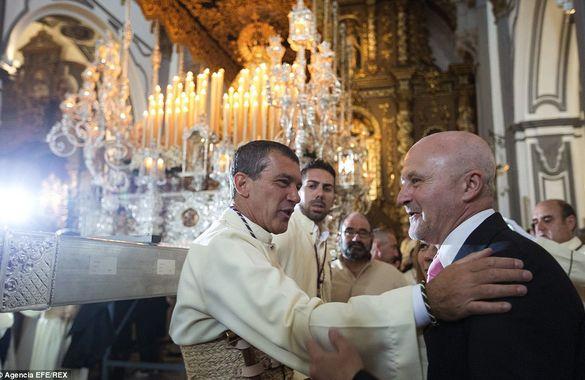 Антонио Бандерас возглавил религиозное шествие в Испании