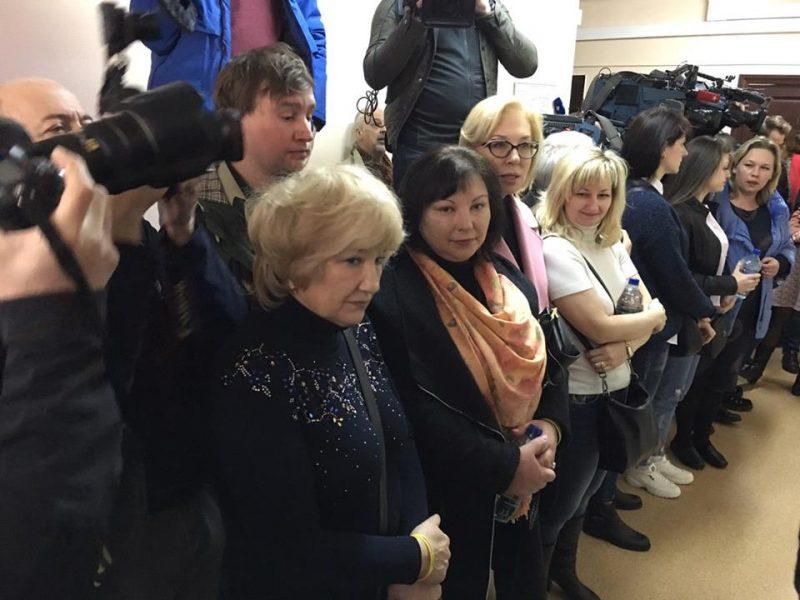 Денисова и родные пленных моряков приехали в Лефортовский суд