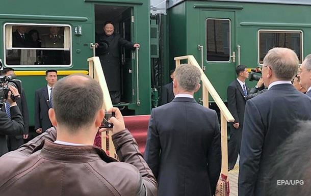 Ким Чен Ына встречали в РФ с караваем и трапом к бронепоезду