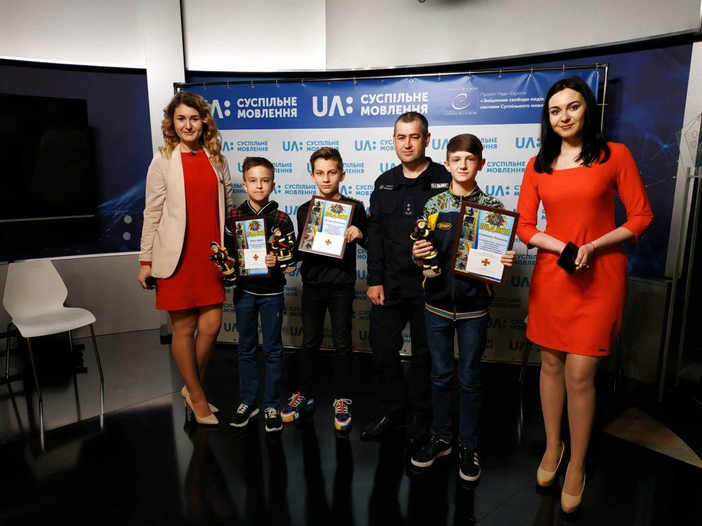 Николаевских школьников, которые, обнаружив мину, вызвали спасателей, наградили грамотами 7