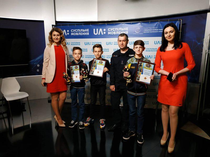 Николаевских школьников, которые, обнаружив мину, вызвали спасателей, наградили грамотами