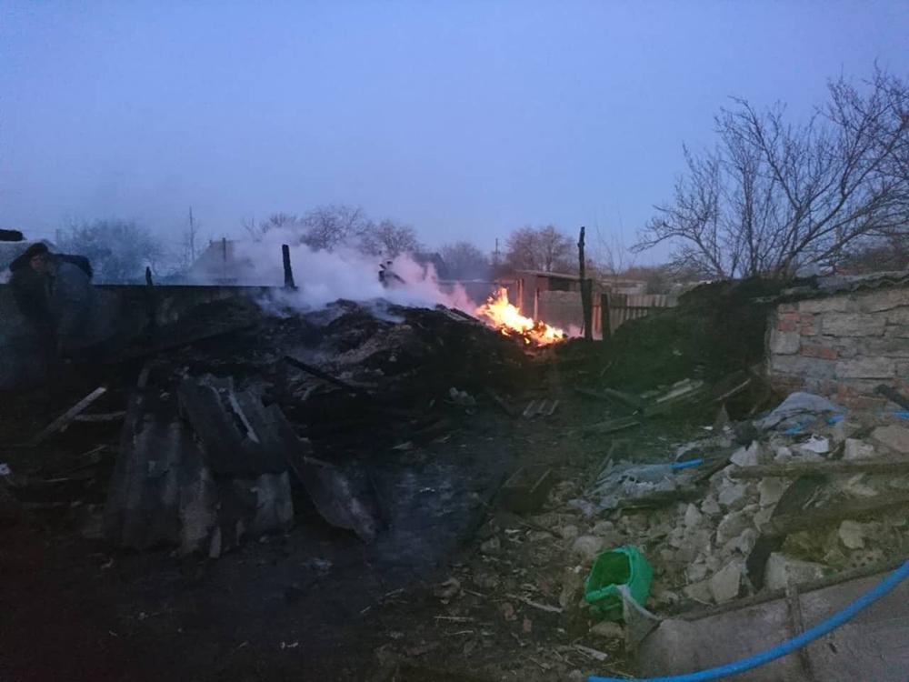 На Николаевщине за сутки тушили 2 хозпостройки 11