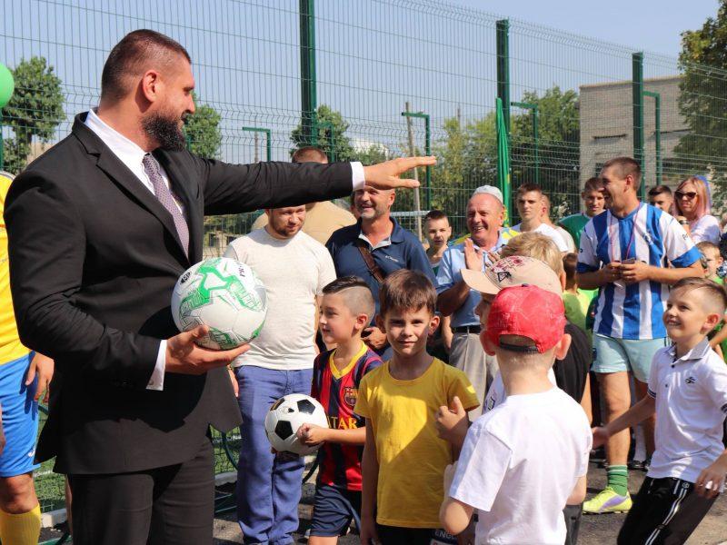 Растите умными и здоровыми: в Николаевской области успешно строят современные спортплощадки