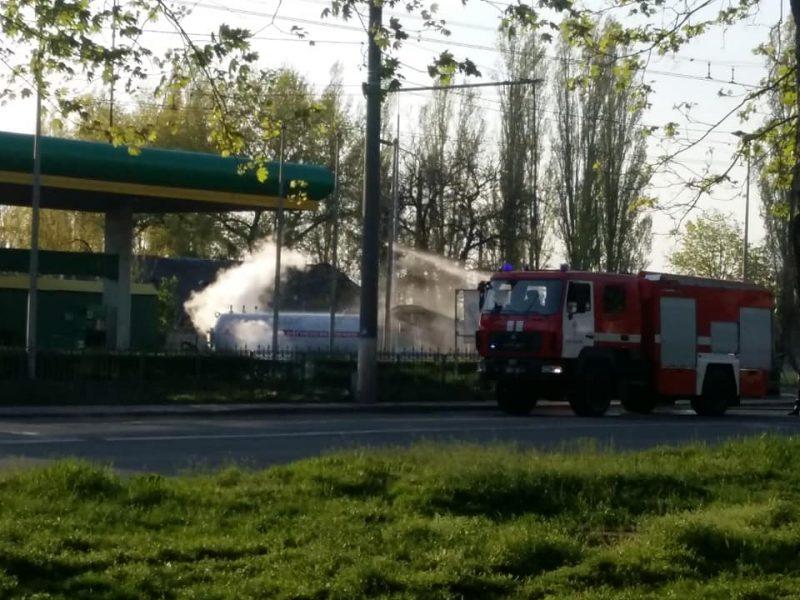 ОБНОВЛЕНО. В Николаеве на автозаправке произошла утечка газа. Электричество в Соляных временно отключат