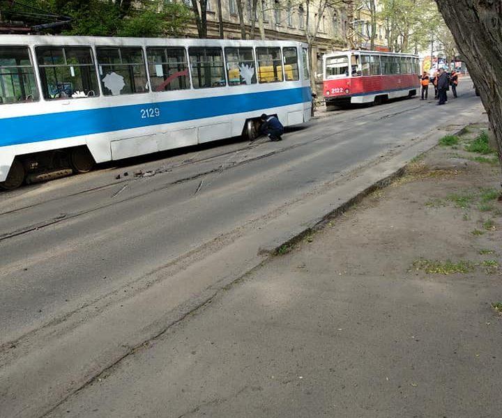 В «Николаевэлектротрансе» назвали причину схода трамвая с рельсов