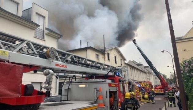 В районе Версаля во Франции произошел пожар